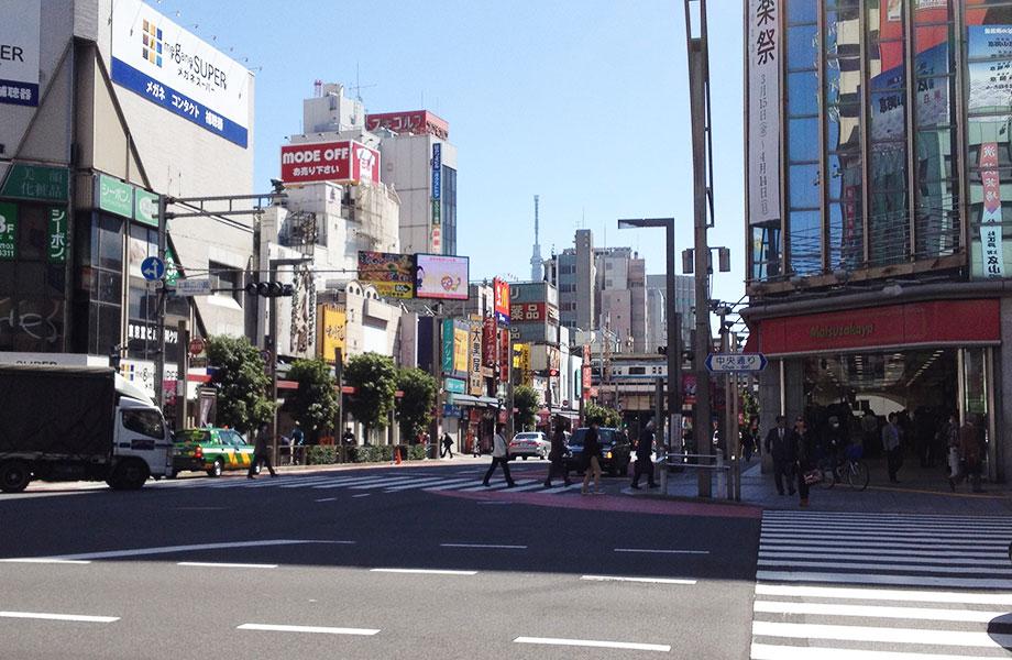 上野広小路交差点から